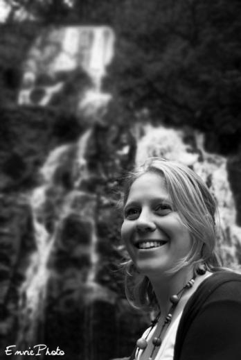 Portrait sous cascade
