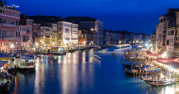 Venise_by_night_small